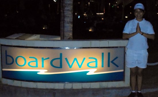 Boardwalk Restaurant & Lounge : Our male host for the bar