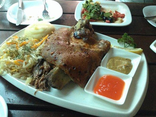Pinta Pub: 骨付き豚肉