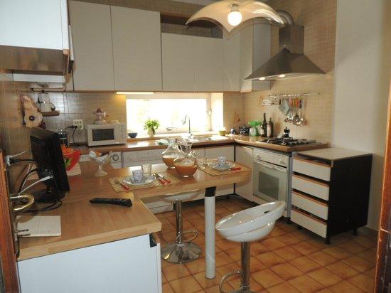 Cucina - Picture of Camera con Vista B&B,, Oristano - TripAdvisor