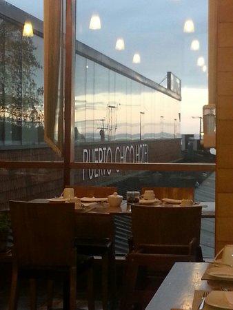 Puerto Chico Hotel: Tomando desayuno mirando el amanecer con vista al lago. ¿Que mas?
