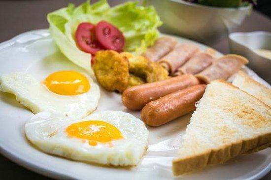 De Hug Hotel & Residence: Complimentary Breakfast