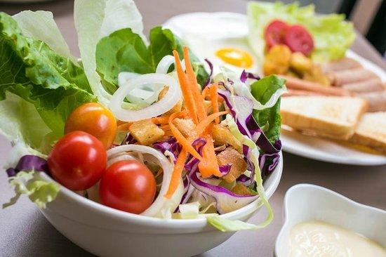 De Hug Hotel & Residence: Healthy salad for breakfast