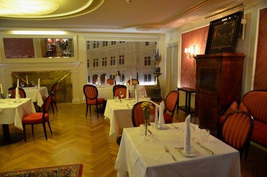 Café-Restaurant Sacher Innsbruck: Sacher Café - Innsbruck