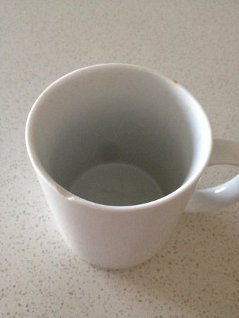 Pinnacle Apartments Canberra : Chipped mug ready to slits your lips.