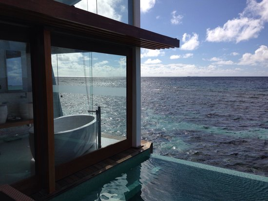 North Ari Atoll: Bathroom overwater bungalow