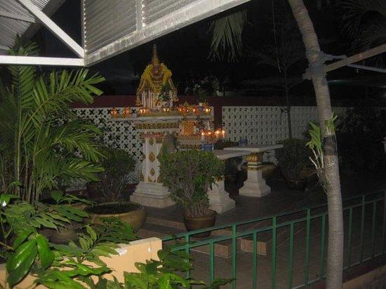 Swan Hotel Bangkok: The small garden