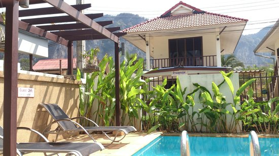 Krabi Apartment Hotel: Pool view.