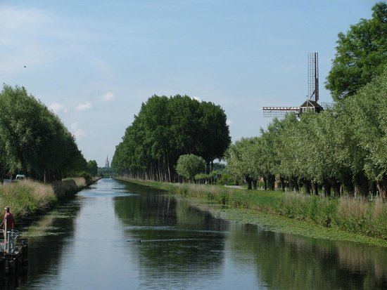 The Pink Bear Bicycle Company : Canal from Bruges to Damme