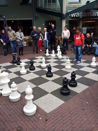 Foto de plaza leidseplein msterdam ajedrez gigante for Ajedrez gigante para jardin