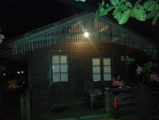 Resort Primo Bom Terra Verde: night view of cottage