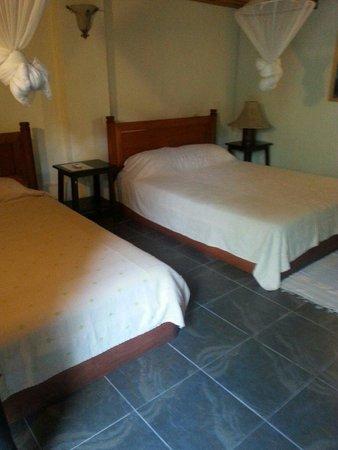 Sayo Naga Guesthouse: Chambre triple