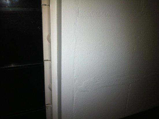آوتريجر فيجي بيتش ريزورت: Painted concrete besser blocks - 3 star