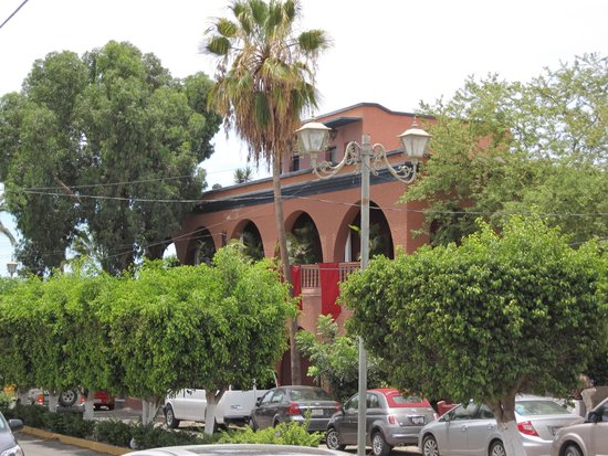 Hotel California: Вид сбоку