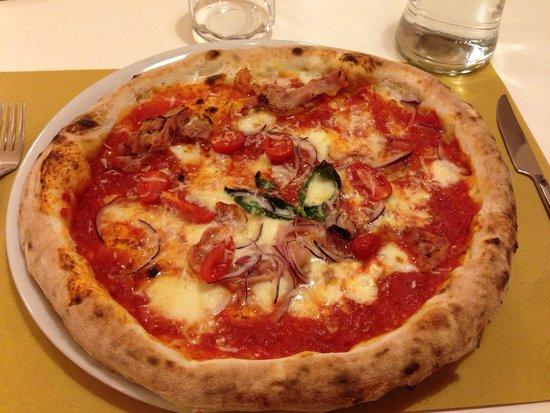 Fiore di Latte: Pizza alla amatriciana