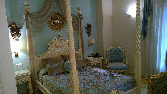 Hotel Adriano Sevilla: Deluxe queen room