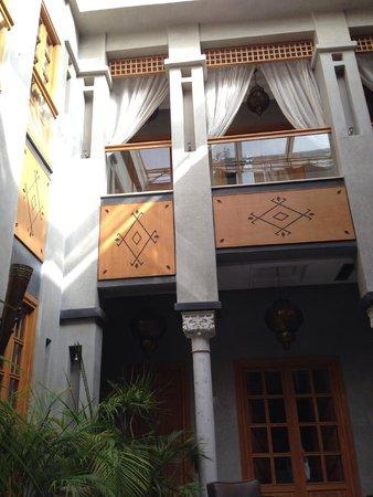 Riad l'Etoile d'Orient: Vue depuis le patio sur les chambres
