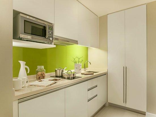 Citadines Salcedo Makati: Kitchen of studio apartment