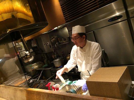 Katsukura, Sanjo Honten: Chef at work