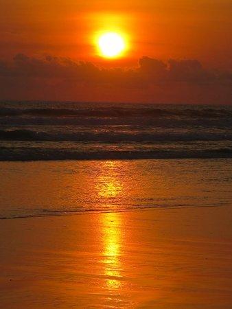 The Oberoi Bali : The Oberoi sunset, amazing