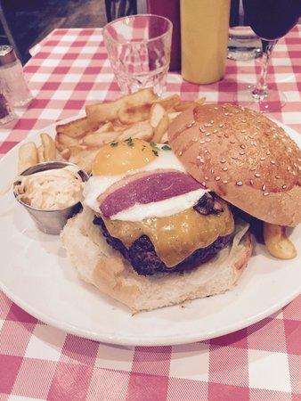 Schwartz's Deli: Schwartz's Burger