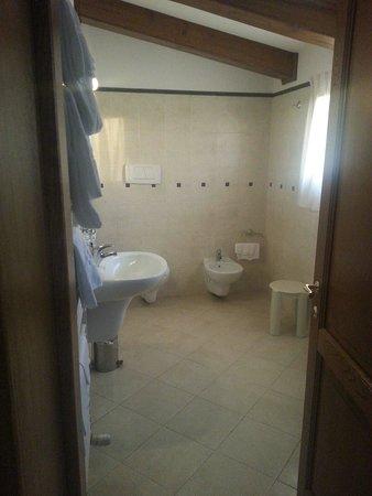 Hotel Rutiliano: bagno spazioso