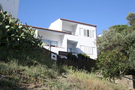 Aparthotel L'Heretat: отель на горке