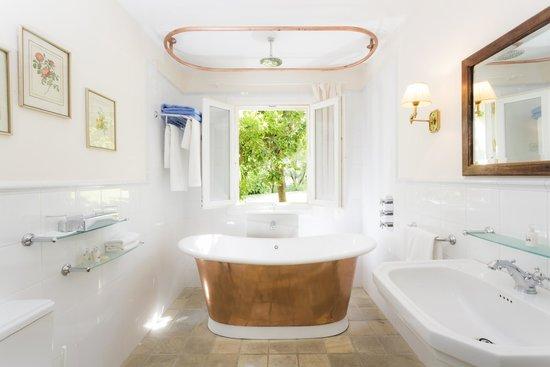 Hotel La Fuente De La Higuera: Bathroom deluxe Suite