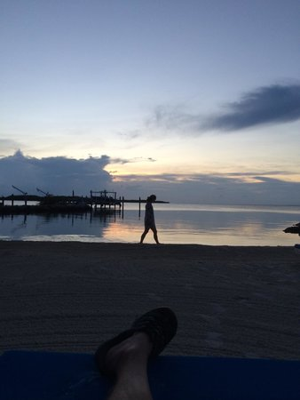 Island Bay Resort: sunset at the beach