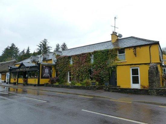 Mills Inn: Outside View
