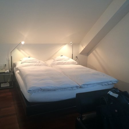 Hotel Helmhaus: Very comfortable bed.  My boyfriend did bump his head a couple times on the slanted ceiling.