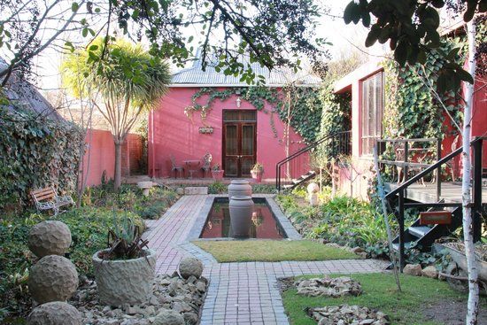 Cranberry Cottage: Cottage grounds