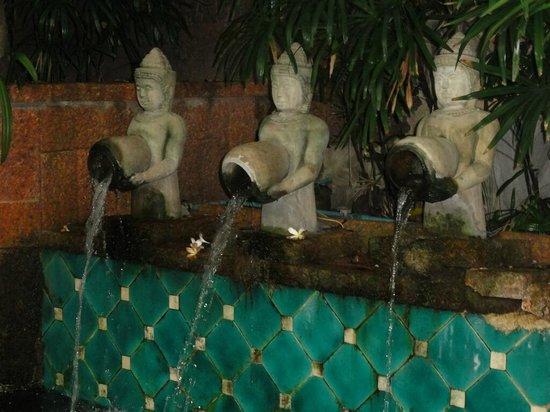 Indra Regent Hotel: Pool area