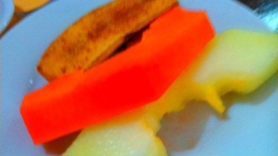 Royal Iguassu Hotel: fruta en el desayuno