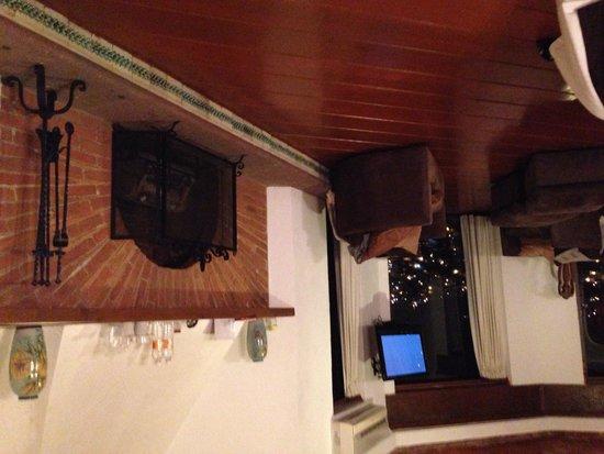 Mision Grand Casa Colorada: 大きな暖炉