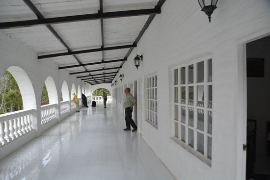 Hosteria La Eterna Primavera: Balcony / Walkway