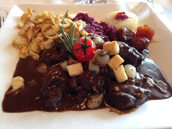 Hotel-Restaurant Mont-Vully: Civet de gibier et ses garnitures