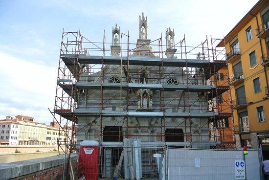 Chiesa di Santa Maria della Spina: Церковь в лесах