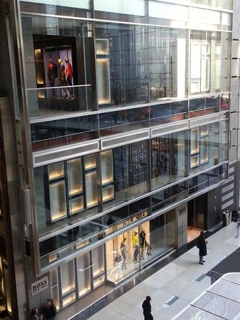 Time Warner Center : The Hugo Boss Store in NY's Time Warner Centre.