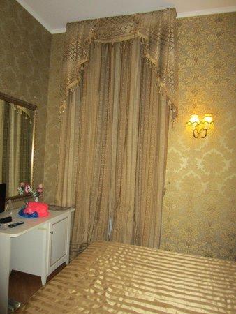 Hotel Romance : Room