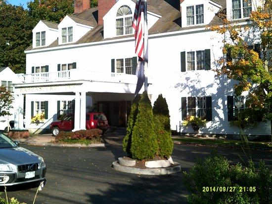 Harraseeket Inn : Front of the hotel