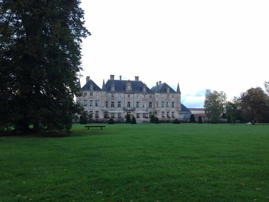 Château des Monthairons : View from the center of the garden