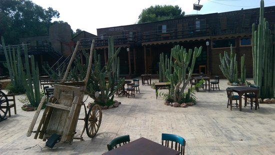 The Saloon : Joli resto mais service banal