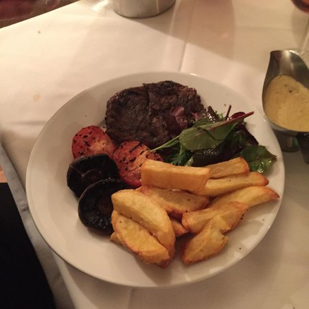 Bell House Hotel Restaurant & Bar: The steak was perfect