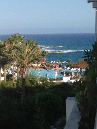 Grecian Sands Hotel: вид из номера на соседний отель