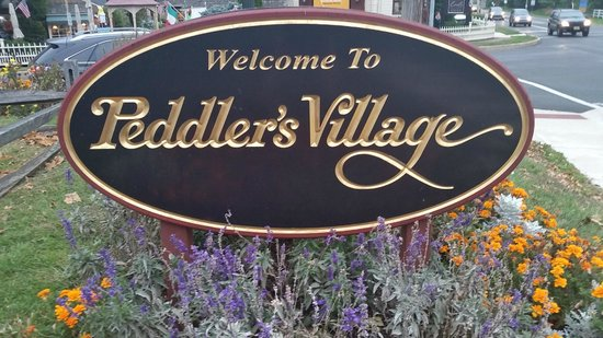 Golden Plough Inn at Peddler's Village: Outside sign