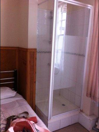 Kings Hotel: Random shower