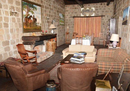 Hacienda Hato Verde: Lounge and Reading area