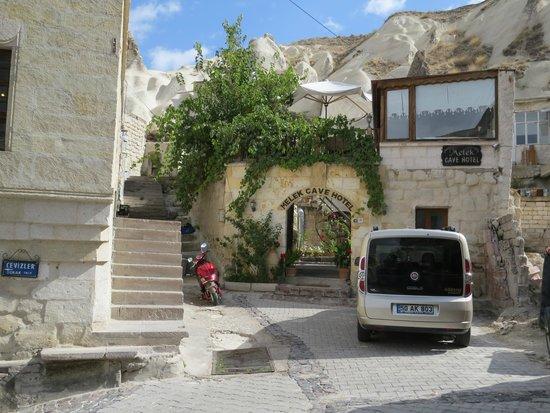 Melek Cave Hotel: Вид на отель с улицы