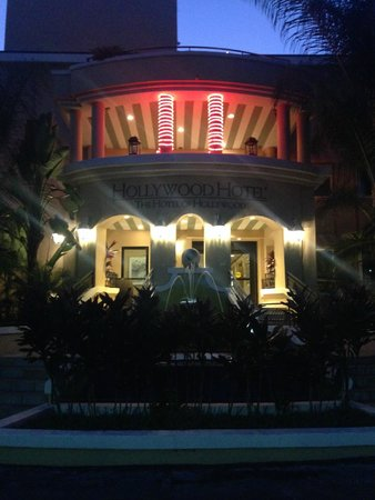 Hollywood Hotel : Night view of Rear Hotel entrance