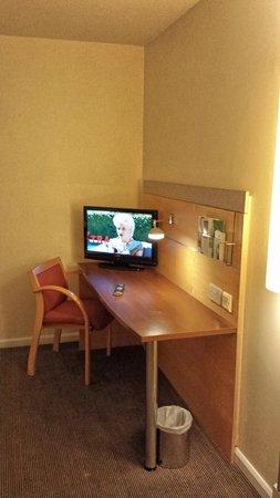 Holiday Inn Express London Croydon: HI Express Croydon - Room view